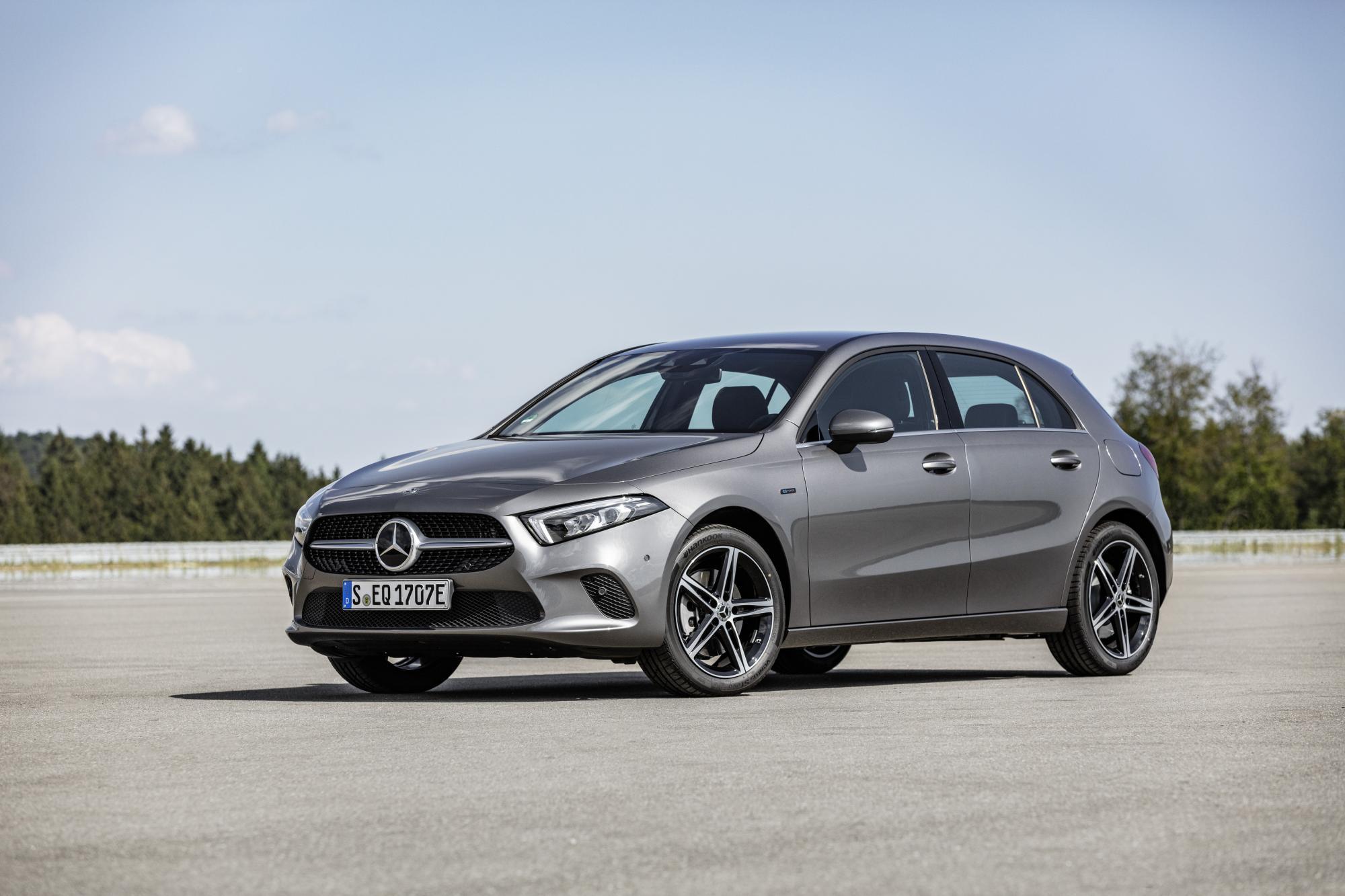 Mercedes-Benz A250e hatchback και Sedan