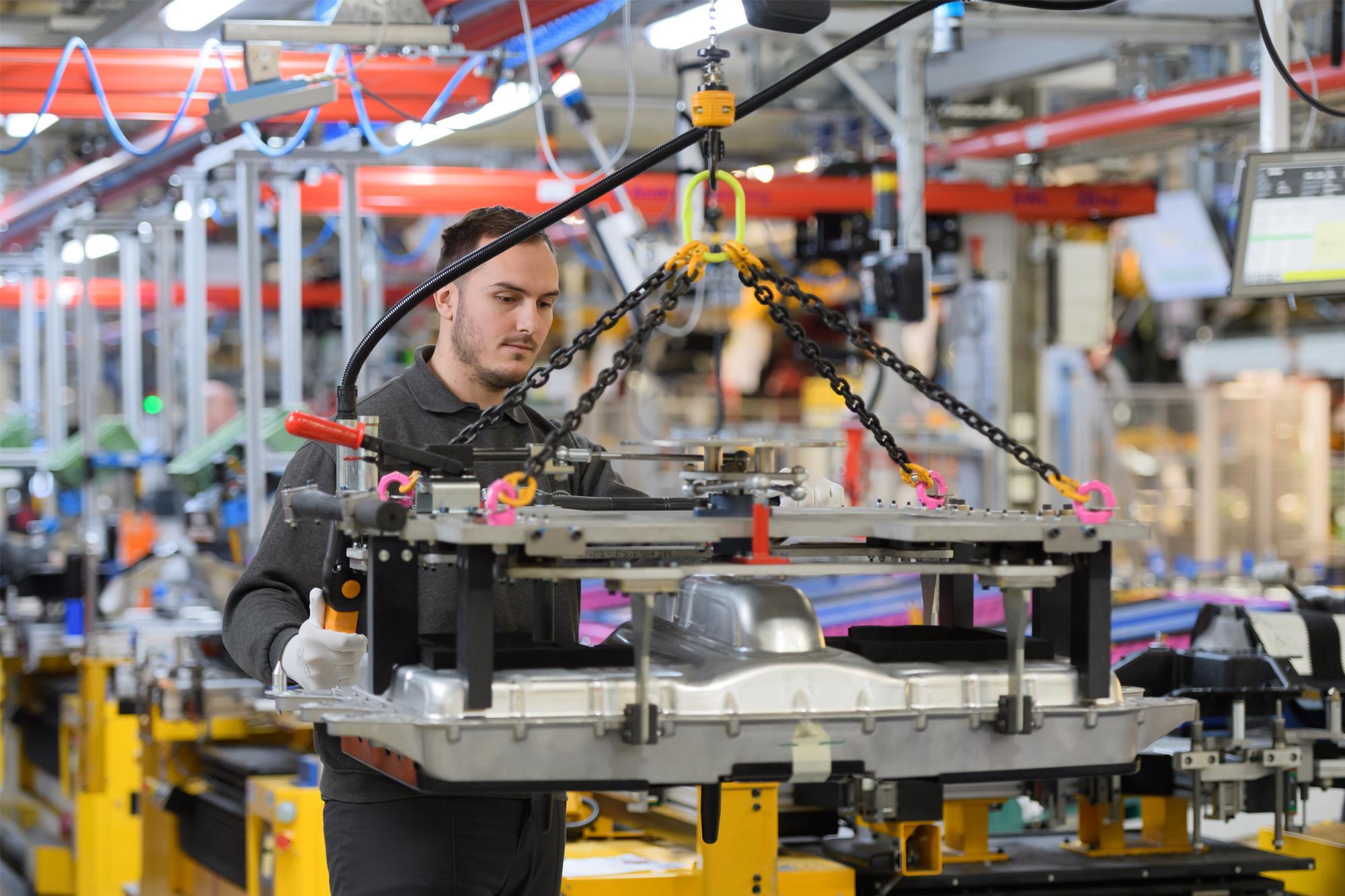 Οι Jaguar και Land Rover επεκτείνουν τη σειρά ηλεκτροκίνητων με τρικύλινδρο plug-in hybrid