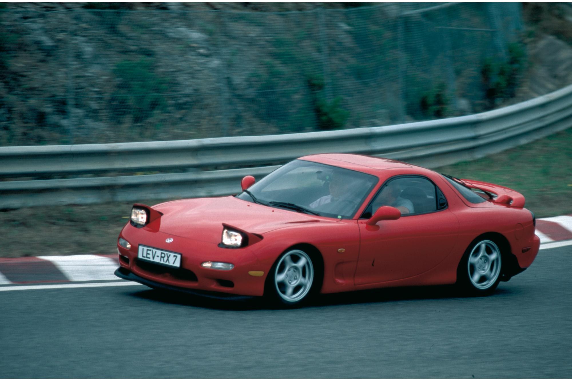 Mazda RX-7: Επαναπροσδιορίζοντας την οδηγική απόλαυση.
