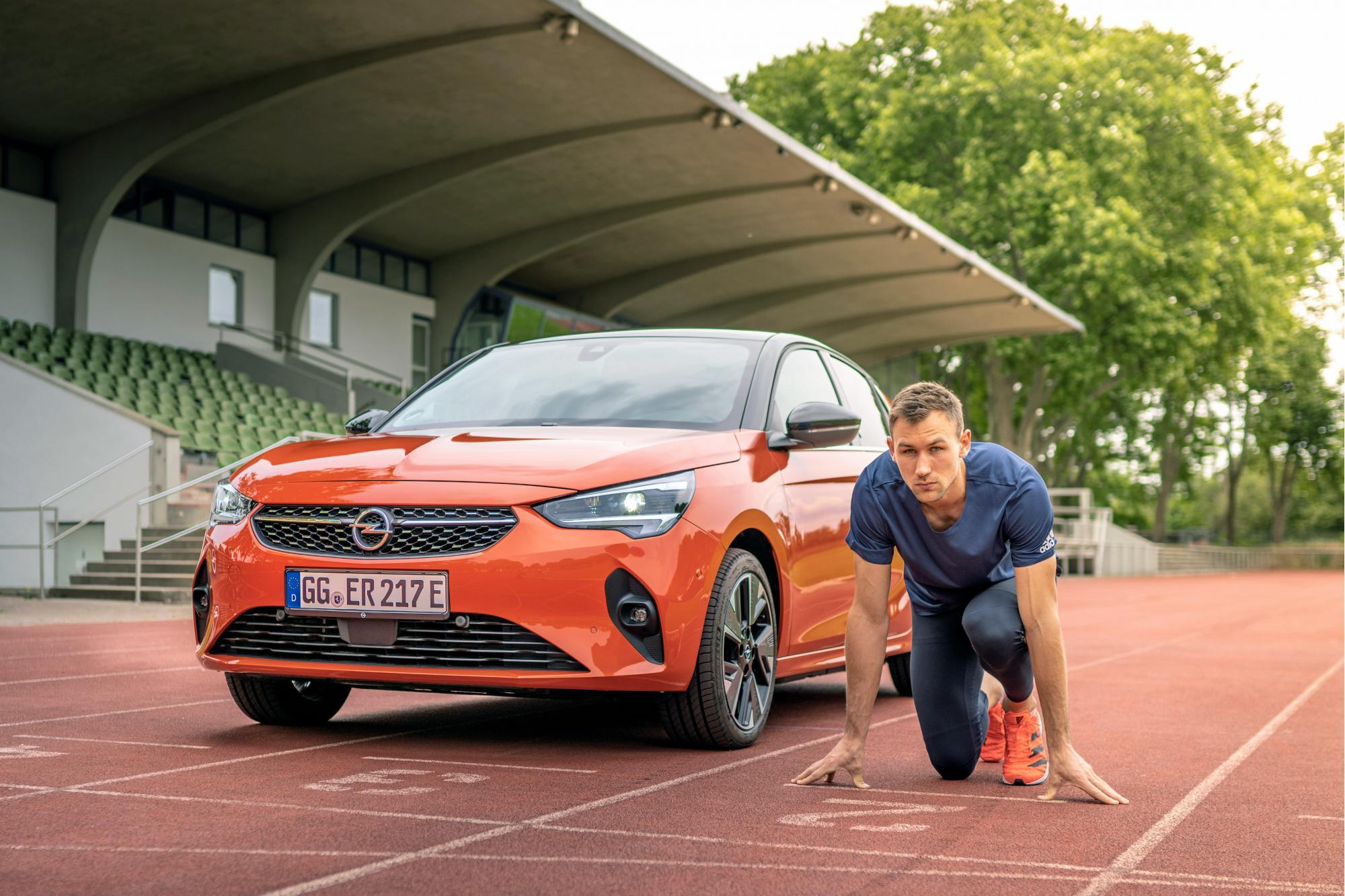 Ο Παγκόσμιος Πρωταθλητής στο Δέκαθλο Niklas Kaul Οδηγεί Opel
