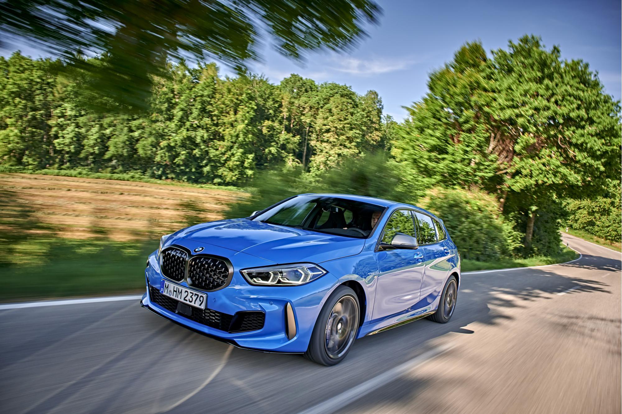 Πόσο γρήγορη είναι η BMW M135i xDrive σε σχέση με τα υπόλοιπα hot-hatch;