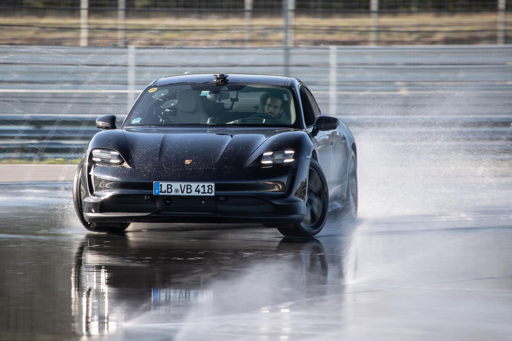 Η Porsche Taycan μπήκε στα ρεκόρ Guinness!