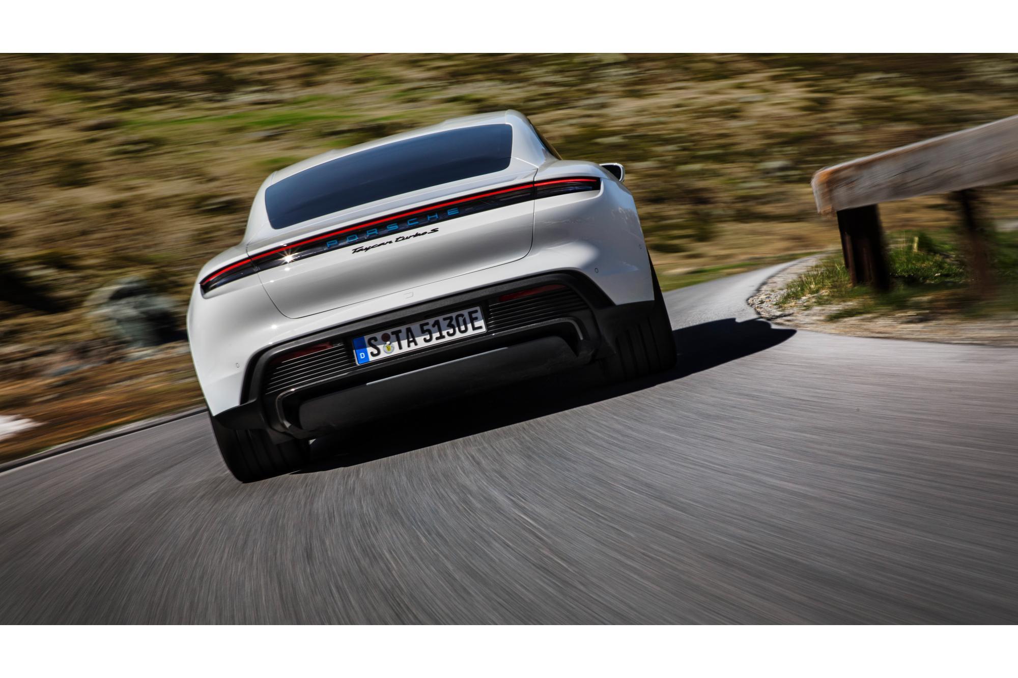 Δυσκολεύτηκε η  Porsche Taycan Turbo S
