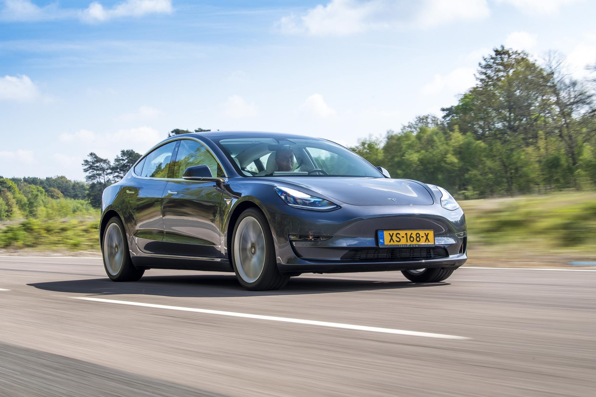 Οδηγείστε το Tesla Model 3!